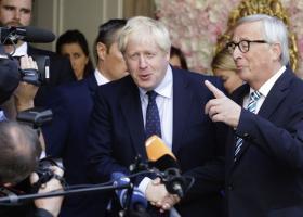 «Δίκαιη και ισορροπημένη συμφωνία για το Brexit», ανακοίνωσε ο Γιούνκερ - Κεντρική Εικόνα