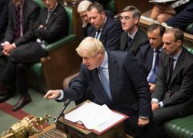 Άρον-άρον στη Βουλή ο Τζόνσον - Κεντρική Εικόνα