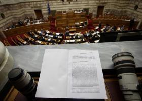 Κορυφώνεται η ένταση στη Βουλή για τα νέα μέτρα  - Κεντρική Εικόνα