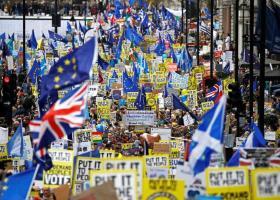 Συγκεντρώσεις σε όλη τη Βρετανία κατά της αναστολής λειτουργίας του κοινοβουλίου - Κεντρική Εικόνα