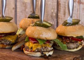 «Φουντώνει» η μάχη στην αγορά του burger - Κεντρική Εικόνα