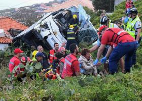 Σοκαριστικό τροχαίο με λεωφορείο στη Μαδέρα - 28 νεκροί Γερμανοί τουρίστες (photos+video) - Κεντρική Εικόνα