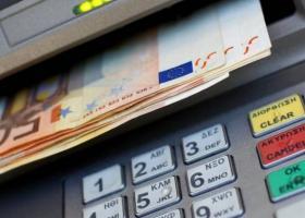 Capital controls: Αναπροσαρμογή του μηνιαίου ορίου ανάληψης στα 1.800 ευρώ - Κεντρική Εικόνα
