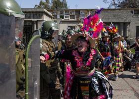 Χιλή: Χιλιάδες άνθρωποι διαδήλωσαν για την επέτειο του στρατιωτικού πραξικοπήματος - Κεντρική Εικόνα