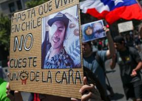Χιλή: Συγκέντρωση πολιτών με οφθαλμικά τραύματα από αστυνομικά πυρά μπροστά στο προεδρικό μέγαρο (Photos/Video) - Κεντρική Εικόνα