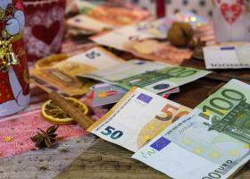 Δώρο Χριστουγέννων: Υπολογίστε πόσα χρήματα θα λάβετε με online εφαρμογή - Κεντρική Εικόνα