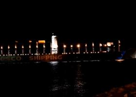 Δείτε το πλωτό «τέρας» 400 μέτρων της Cosco όταν κατέπλευσε στον Πειραιά! (video) - Κεντρική Εικόνα