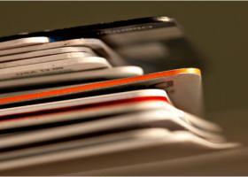 Ποιοι εξαιρούνται από την υποχρέωση χρήσης του πλαστικού χρήματος  - Κεντρική Εικόνα