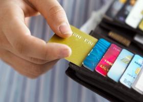 H φοροπαγίδα που κρύβεται στις δόσεις δανείων και πιστωτικών καρτών - Κεντρική Εικόνα