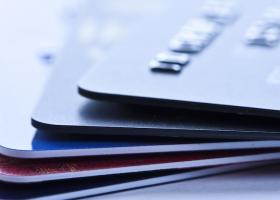 Πάνω από ένα τρίτο Ευρωπαίων και Αμερικανών δεν θέλουν να χρησιμοποιούν μετρητά - Κεντρική Εικόνα