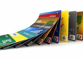 «Παρελθόν» οι δωρεάν επανεκδόσεις καρτών - Τι χρεώνουν οι τράπεζες - Κεντρική Εικόνα