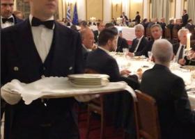 Το δείπνο στο Προεδρικό με την... κάμερα του φωτογράφου του Ομπάμα (video) - Κεντρική Εικόνα