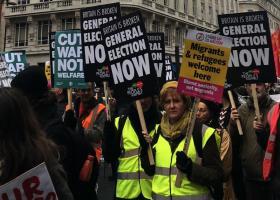 Διαδήλωση κίτρινων γιλέκων και στο Λονδίνο για την πολιτική λιτότητας της βρετανικής κυβέρνησης - Κεντρική Εικόνα