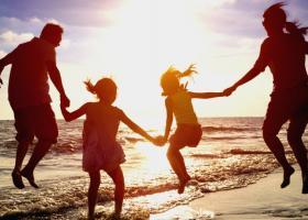 ΣΕΤΕ: O Έλληνας ξοδεύει 64% λιγότερα χρήματα για διακοπές - Κεντρική Εικόνα