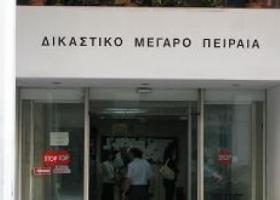 Στην εισαγγελία Πειραιά η προανάκριση για τα χθεσινά επεισόδια σε σχολείο στο Πέραμα - Κεντρική Εικόνα