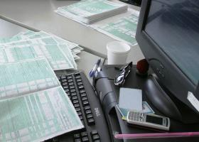 Φορολογικές δηλώσεις: Οι παγίδες των κωδικών 049-050 για το «χτίσιμο» του αφορολόγητου - Κεντρική Εικόνα