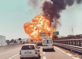 Καραμπόλα με αλυσιδωτές εκρήξεις έξω από τη Μπολόνια - Τουλάχιστονδυο νεκροί και 60 τραυματίες  - Κεντρική Εικόνα