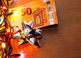 Δώρο Χριστουγέννων: Πόσο θα μειωθεί για τους εργαζόμενους σε αναστολή (Παραδείγματα) - Κεντρική Εικόνα