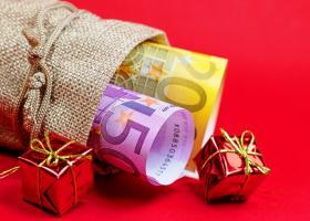 Δώρο Χριστουγέννων: Τι πρέπει να κάνει ο εργαζόμενος αν δεν δει μέχρι σήμερα χρήματα στον λογαριασμό του - Κεντρική Εικόνα