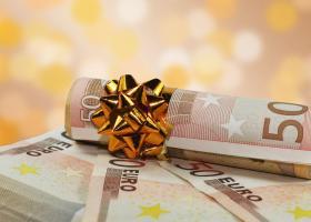 Δώρο Χριστουγέννων: Πότε και πόσα θα πάρουν οι δικαιούχοι - Υπολογίστε online - Κεντρική Εικόνα