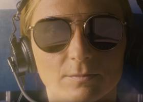 ΕasyJet: H «προχωρημένη» διαφήμιση με τη γυναίκα πιλότο (video) - Κεντρική Εικόνα