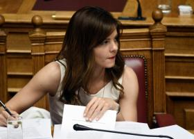 Αχτσιόγλου: Στο επίκεντρο οι ανάγκες της μεγάλης κοινωνικής πλειοψηφίας - Κεντρική Εικόνα