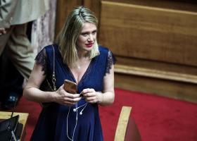Η βουλευτής σε προχωρημένη εγκυμοσύνη που κέρδισε τις εντυπώσεις στη σημερινή ορκωμοσία (photos) - Κεντρική Εικόνα