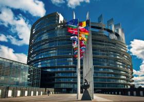 EK: Νέοι κανόνες για τη φορολόγηση επιχειρήσεων μέσω διαδικτύου - Κεντρική Εικόνα
