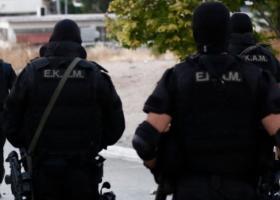 Με επέμβαση των ΕΚΑΜ έληξε η ομηρεία πατέρα από τον γιο του στη Νέα Σμύρνη - Κεντρική Εικόνα