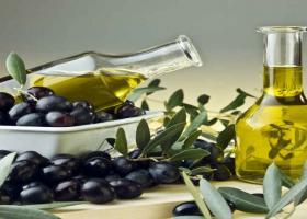 Η ρύθμιση για τα σφραγιστά μπουκάλια ελαιόλαδου στα εστιατόρια αφορά σε 10.000 τόνους  - Κεντρική Εικόνα