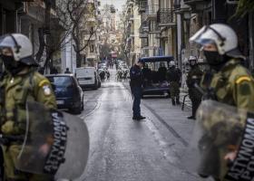 Πώς εκκένωσε η ΕΛΑΣ κατάληψη στέγης στο Κουκάκι (video) - Κεντρική Εικόνα