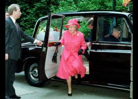 Στο «σφυρί» αυτοκίνητα της βασίλισσας Ελισάβετ (photos) - Κεντρική Εικόνα