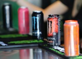 Η Βρετανία σκέφτεται να απαγορεύσει τα «ενεργειακά ποτά» - Κεντρική Εικόνα