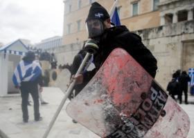 Στην ΓΑΔΑ ο ένας από τους επτά συλληφθέντες στα επεισόδια στη Βουλή - Κεντρική Εικόνα