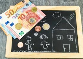 Επίδομα Παιδιού: Ποιοι θα δουν από σήμερα χρήματα στους λογαριασμούς τους και σε ποιες τράπεζες - Κεντρική Εικόνα