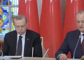 Ο Ερντογάν παραδόθηκε στον... Μορφέα κατά τη διάρκεια συνέντευξης Τύπου (video) - Κεντρική Εικόνα
