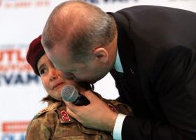 «Γκρίζος Λύκος» ο Ερντογάν: Ύψωσε το χέρι σχηματίζοντας το σήμα των εθνικιστών (video) - Κεντρική Εικόνα