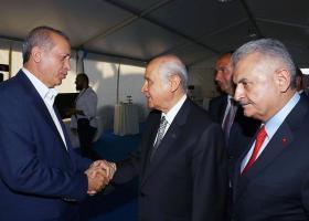 Ο Ερντογάν έδωσε τα χέρια στους Γκρίζους Λύκους για το πολίτευμα - Κεντρική Εικόνα