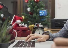 Πώς πληρώνεται η εργασία στα Χριστούγεννα και την Πρωτοχρονιά - Κεντρική Εικόνα