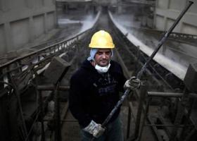 Spiegel για Έλληνες φτωχούς εργαζόμενους: Τα κάνουν όλα, με μεροκάματο πείνας - Κεντρική Εικόνα