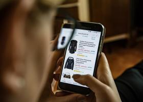 Ηλεκτρονικό εμπόριο:Μία στις δύο «επισκέψεις» σε ψηφιακό κατάστημα έγινε από κινητό - Κεντρική Εικόνα