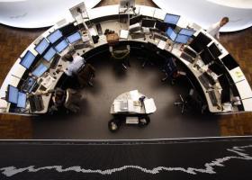 Οι δηλώσεις Ντράγκι οδηγούν σε πτώση το ευρώ, προσφέρουν στήριξη στις μετοχές - Κεντρική Εικόνα