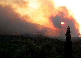 Αναζωπύρωση της πυρκαγιάς της Β. Εύβοιας στη Λίμνη - Κεντρική Εικόνα