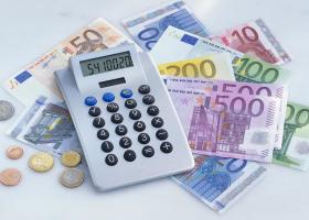 Επίδομα 100 ευρώ μηνιαίως, ανεξάρτητα από τον ΟΠΕΚΑ - Ποιες οικογένειες είναι δικαιούχοι - Κεντρική Εικόνα