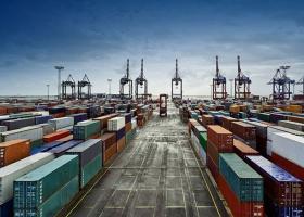 Άνοδος των εξαγωγών χωρίς τα πετρελαιοειδή και μείωση του εμπορικού ελλείμματος - Κεντρική Εικόνα