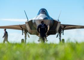 Η αγορά αμερικανικών αεροσκαφών προβληματίζει τον βελγικό Τύπο - Κεντρική Εικόνα