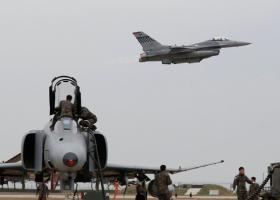 Καλιφόρνια: Μαχητικό F-16 συνετρίβη σε κτίριο - Σώος ο πιλότος - Κεντρική Εικόνα