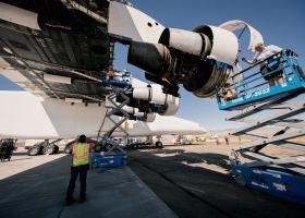 Stratolaunch: Το μεγαλύτερο αεροπλάνο στον κόσμο τεστάρει τους 6 γιγάντιους κινητήρες του (Pics+Vid) - Κεντρική Εικόνα
