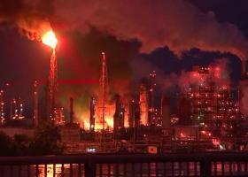 """""""Εκτεταμένη"""" πυρκαγιά μαίνεται εκτός ελέγχου σε διυλιστήριο πετρελαίου της Πενσιλβάνια - Κεντρική Εικόνα"""