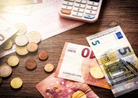 Μειωμένη προκαταβολή φόρου: Όλα όσα πρέπει να ξέρετε για το πώς θα δοθεί - Κεντρική Εικόνα